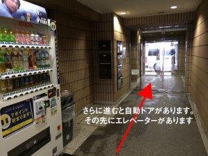 エレベーターまで