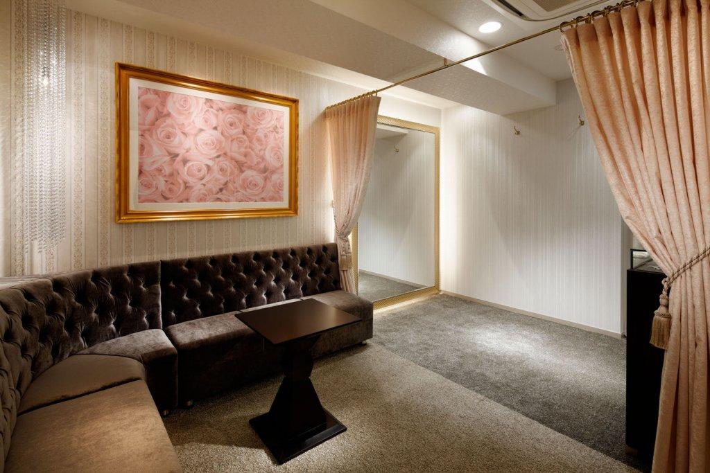 TIG DRESS 試着ルーム JEWELRY ゴージャスな空間で高級な気分を味わいたい。広さと高級感を一人占め